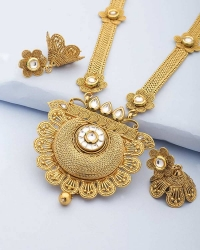 Eye-Catching Necklace Set Featuring Floral Design