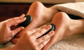 FOOT MASSAGE WITH HOT STONES